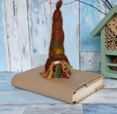 gnomes_for_your_homes_hand_felted-tomte_autumn_leaves (13)