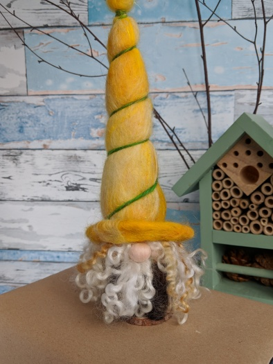 gnomes-for-your-homes-daffodil_gnome_handfelted tomte_jessika_simon-osborne.jpg